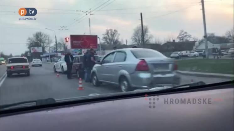 У Полтаві на вул. Європейській зіткнулися три автівки