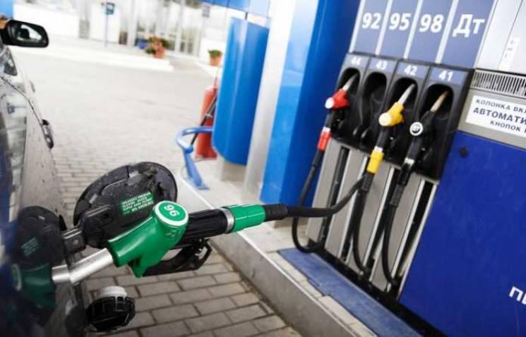 Їхати на авто чи на трамваї: Яка вартість бензину на столичних заправках