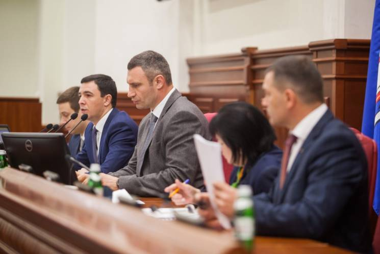 """Трюк з музеєм на Поштовій: Як Кличко навчився """"окозамилювати"""" скандали"""