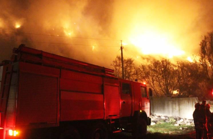 У Хмельницькому вночі палало міське сміттєзвалище (ФОТО, ВІДЕО)