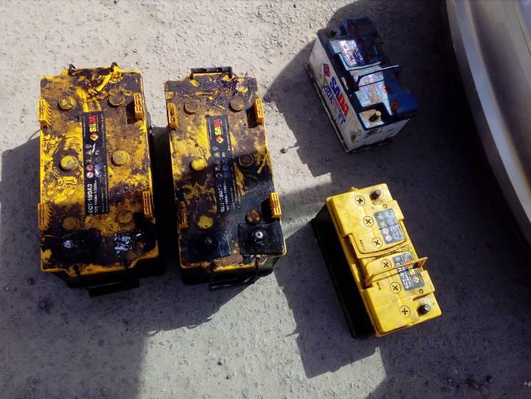 Крадіжка акумуляторів з вантажівок паралізувала роботу підприємства на Хмельниччині
