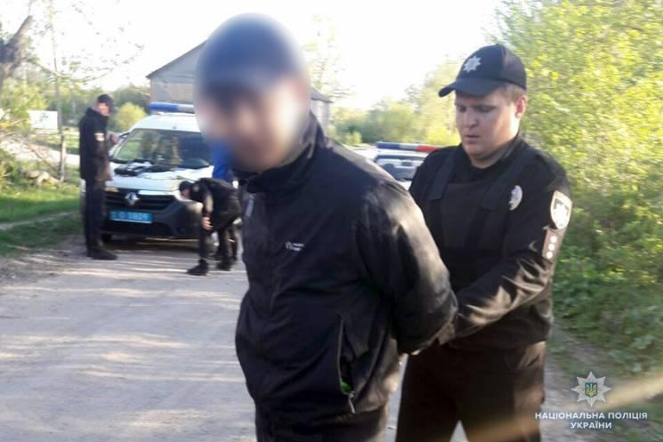 На Хмельнитчине копам пришлось применить оружие, чтобы остановить пьяного водителя (ФОТО, ВИДЕО)