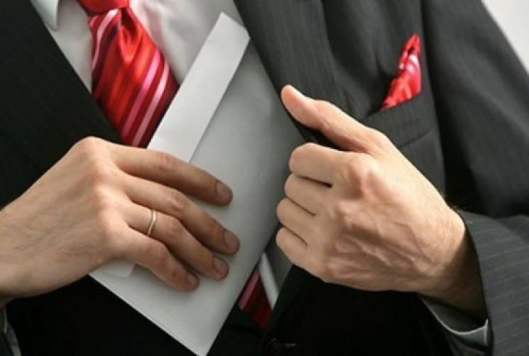 Ревізор-інспектор фіскальної служби Хмельниччини за хабарництво покараний штрафом