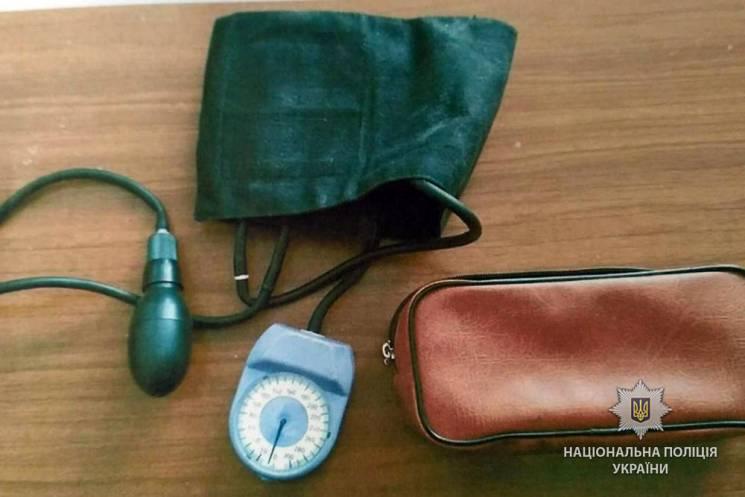 УМиргороді молодик украв упенсіонера медичний тонометр