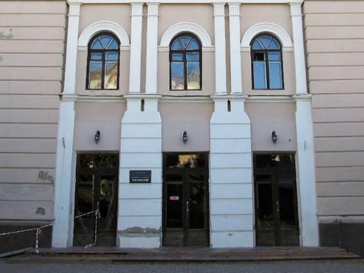 Суд оштрафував підрядників, що мали відреставрувати Полтавську філармонію