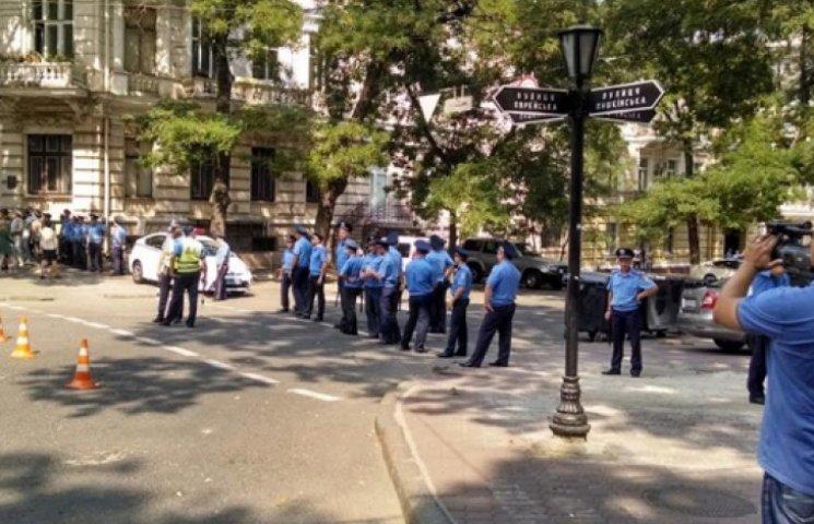 В Одессе «евромайдановцы» протестуют против милиции, которая охраняла Лорак