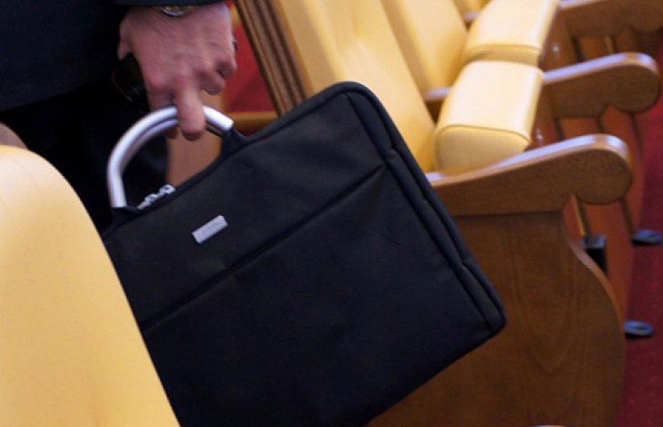 В Украине уволят до половины чиновников