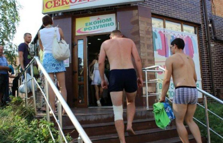 В Чернигове полуголые пенсионеры штурмов…