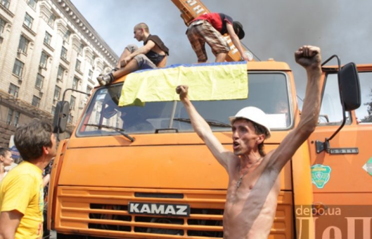 В пылающем центре столицы киевляне рассказали, куда идти «майдановцам»