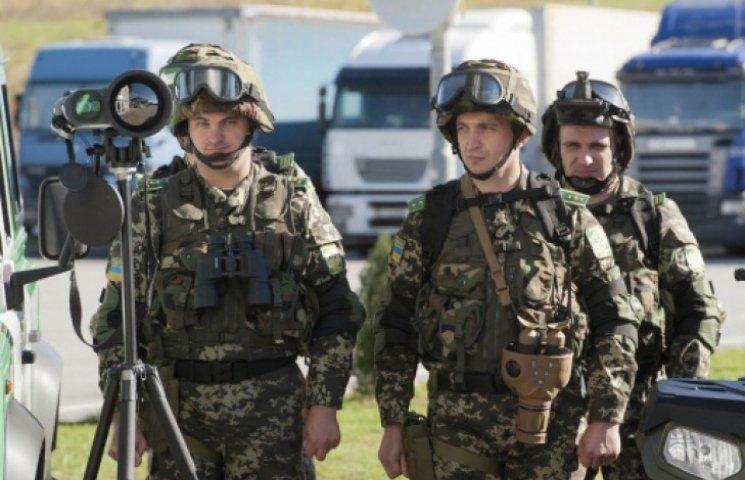 Пограничники проверяют «гуманитарный» груз и отправляют его в Луганск