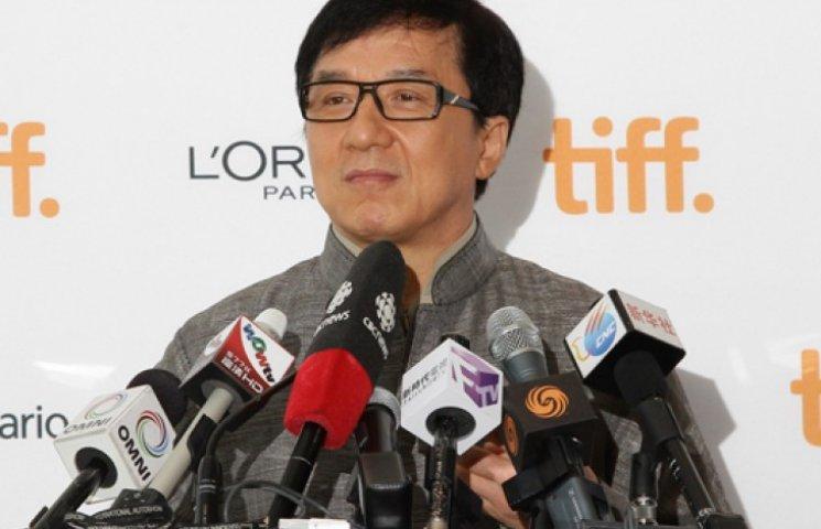 Джеки Чан извинился за своего сына, задержанного в Китае за наркотики