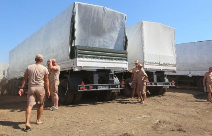Первые грузовики из гуманитарной колонны вернулись в Россию