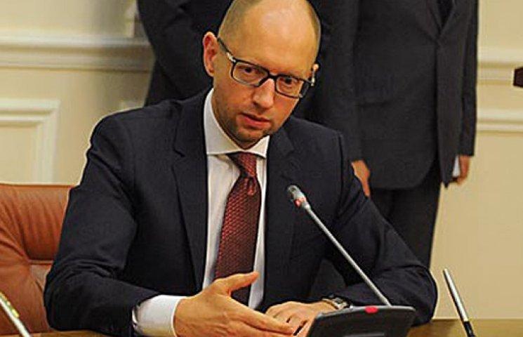 Яценюк хочет отменить внеблоковый статус Украины - Аваков