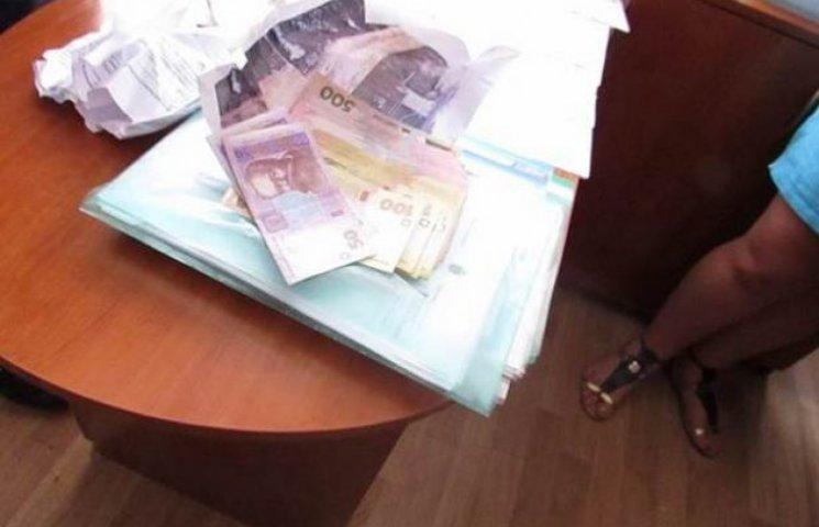 Посадовці Суворовської РДА міськради Одеси погоріли на хабрі