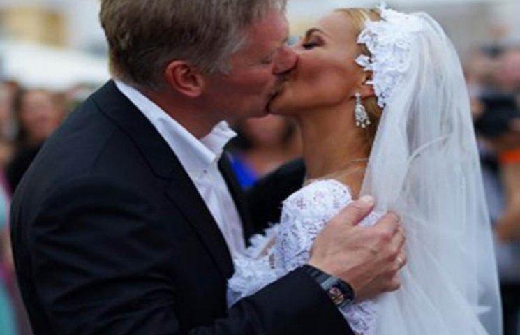 Як в мережах глузують над весільним годинником Пєскова