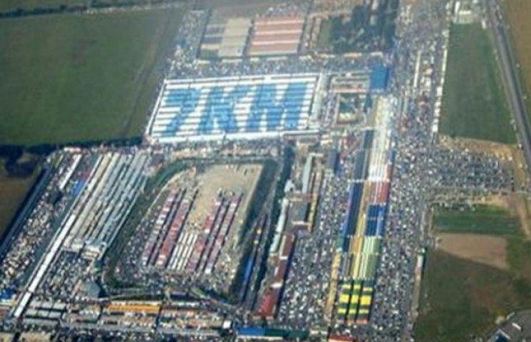 Найбільший промтоварний ринок України стрімко знижає оберти