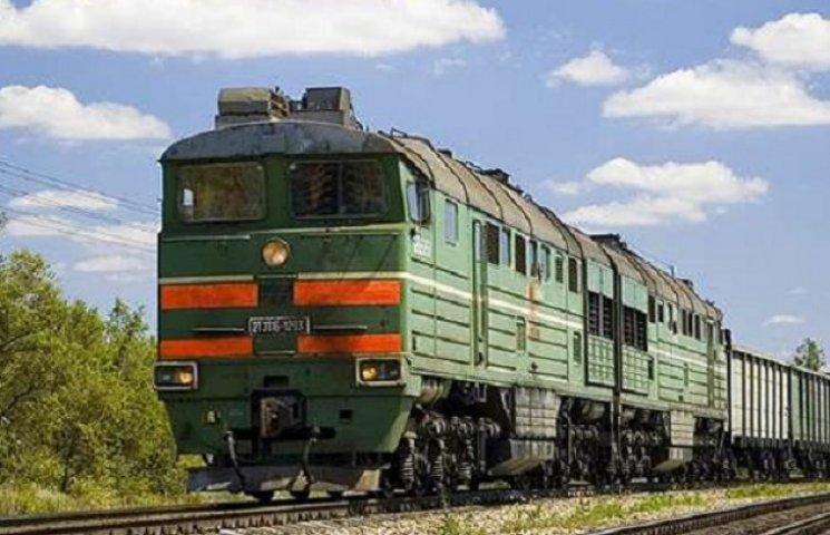 Після зіткнення з поїздом на Дніпропетровщині загинув 30-річний водій