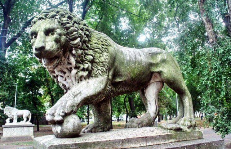 Левів біля Воронцовського палацу реставрують