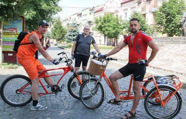 """Учасники благодійного велопробігу """"Захід - Схід"""" завітають до Полтави"""