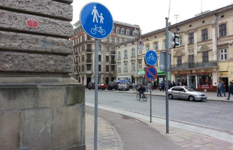 На двох вулицях Львова облаштували велодоріжки і тротуари