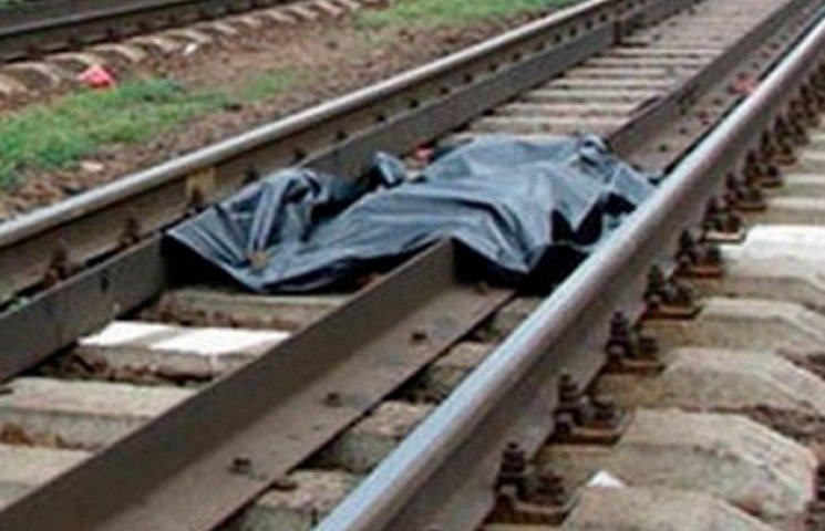 На Хмельниччині під потягом загинув чоловік