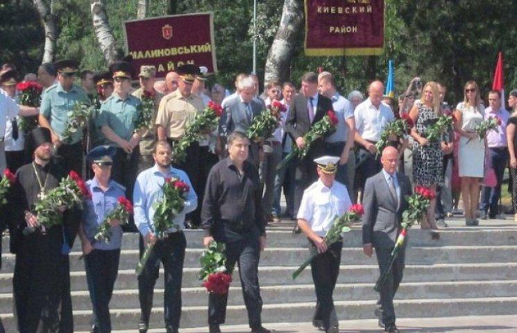 Саакашвілі та Труханов поклали квіти на Алеї слави