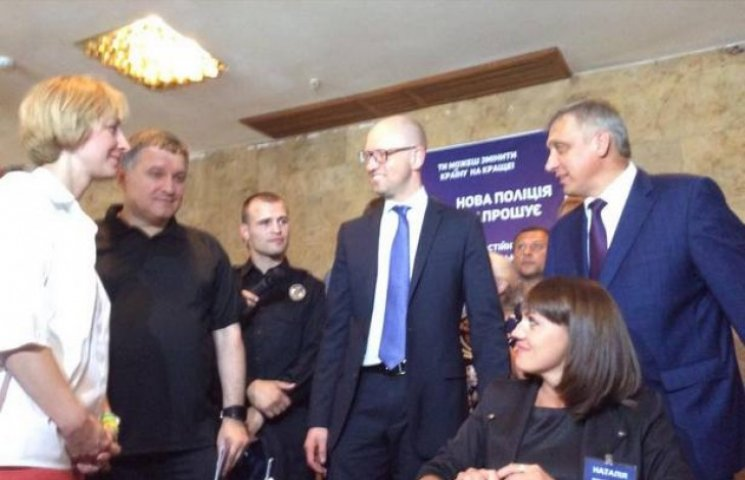 Яценюк озвучив майбутні зарплати хмельницьких поліцейських