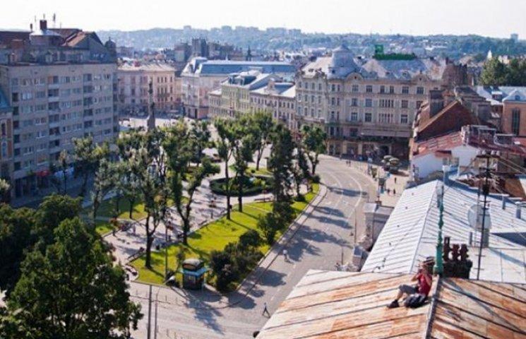 Центр Львова закривають для руху транспорту