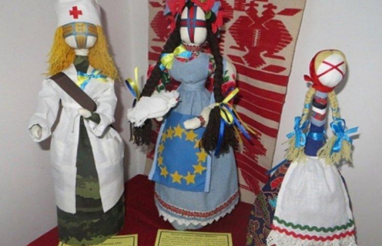 Вінничанка створила 60 унікальних ляльок-мотанок