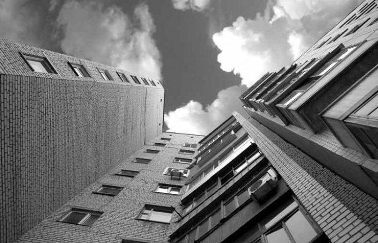 Жінка вистрибнула з вікна поліклініки у Львові