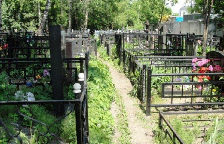 Лише близько третини поховань у Дніпропетровську відбуваються законно