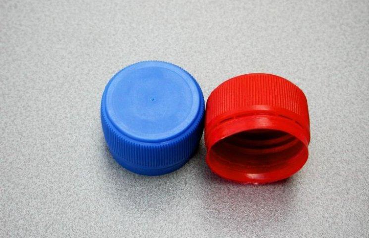 Вінничани збирають пластикові кришечки на протези бійцям АТО