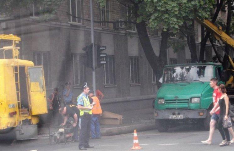 В центрі Дніпропетровська після декількох ДТП нарешті полагодили світлофор