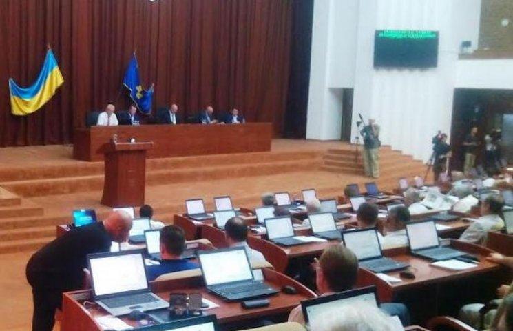 Сесія обласної ради - чудовий спосіб попіаритися перед місцевими виборами
