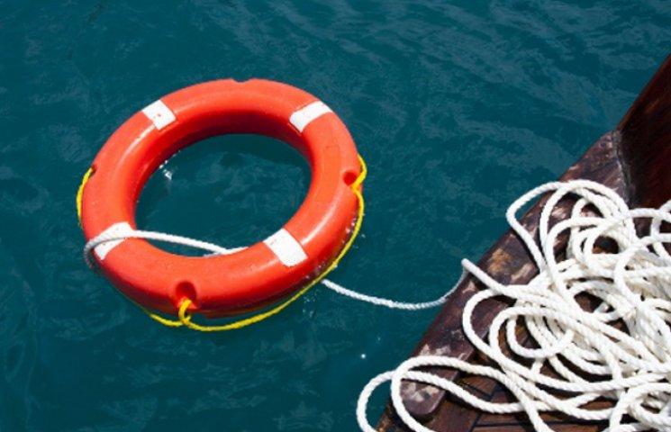 У Бердянську люди витягли з моря труп чоловіка