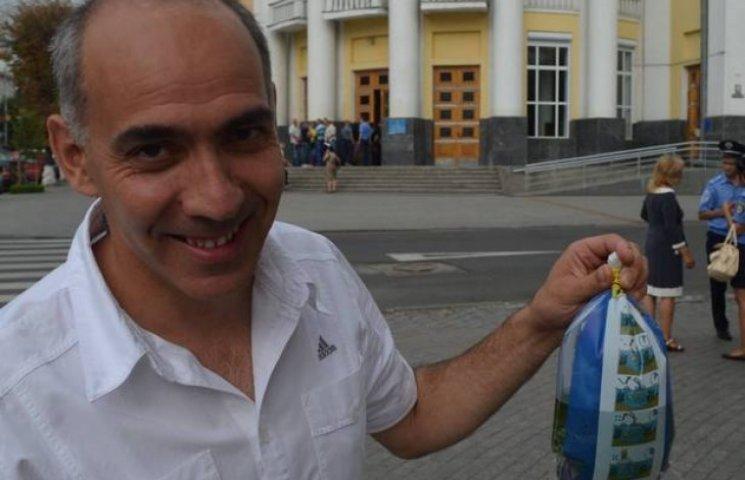 Вінницький екс-регіонал попросив свій третій мандат у золотої рибки