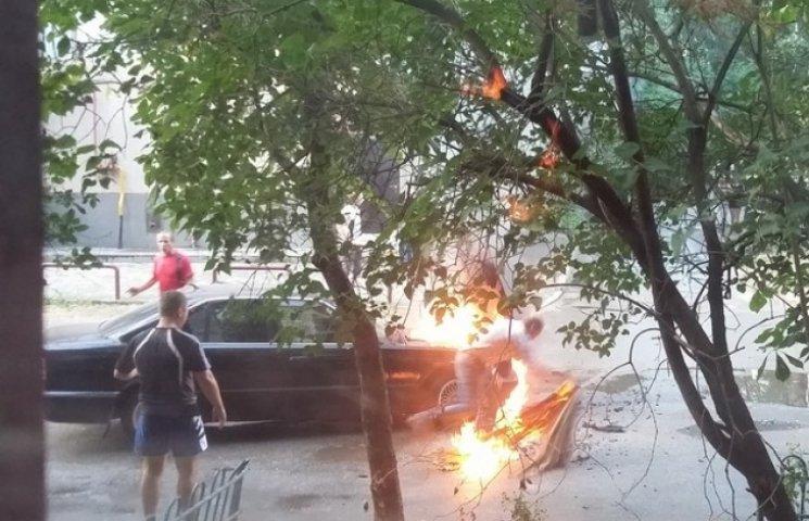 У Дніпропетровську вибухнув автомобіль