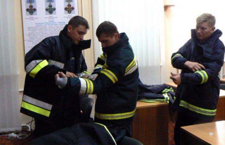Майже мільйон гривень отримали рятувальники Хмельниччини на спецодяг
