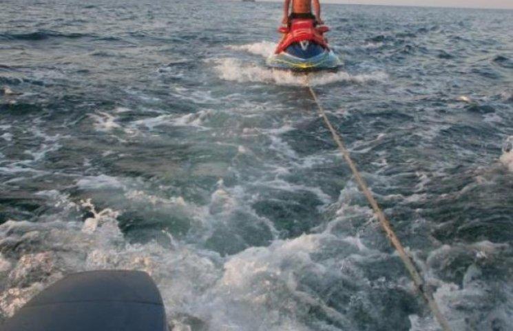 Прикордонники Одеси повернули на берег людей, яких відносило у відкрите море