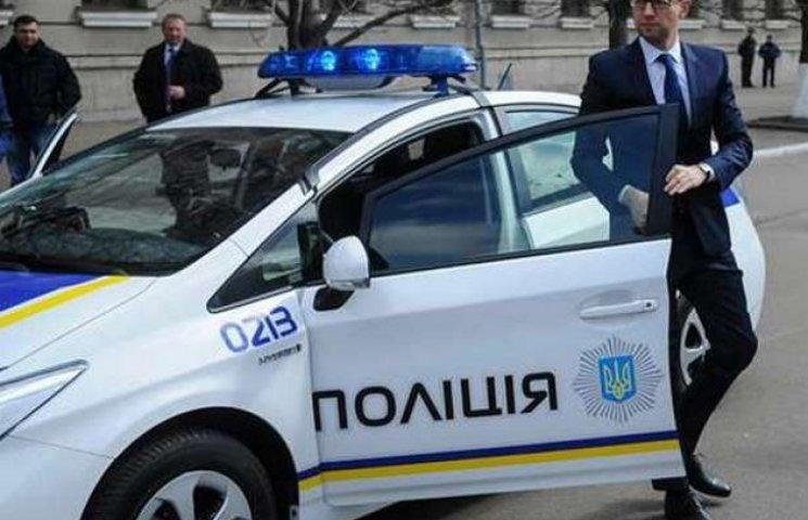 Яценюк узаконив створення управлінь патрульної служби в Одесі та Львові