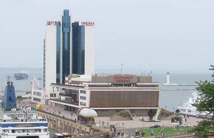 Морвокзал в Одесі на вихидні перетворився на бал-маскарад