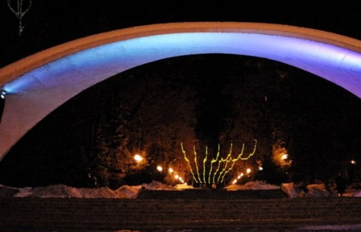 У День міста вінницька арка засяє різними кольорами