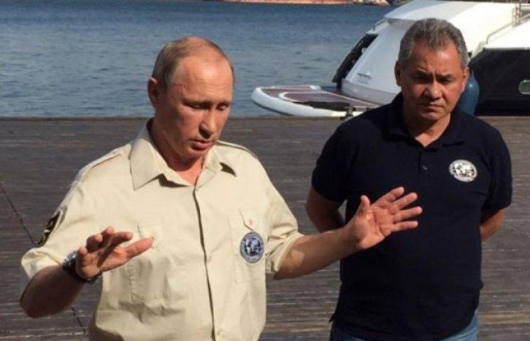 """Путіна затролили у соцмережах за """"диктаторську"""" сорочку"""