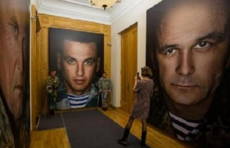 """Портрет вінницького комбата, який """"взяв"""" Савур-Могилу, висить на Банковій"""
