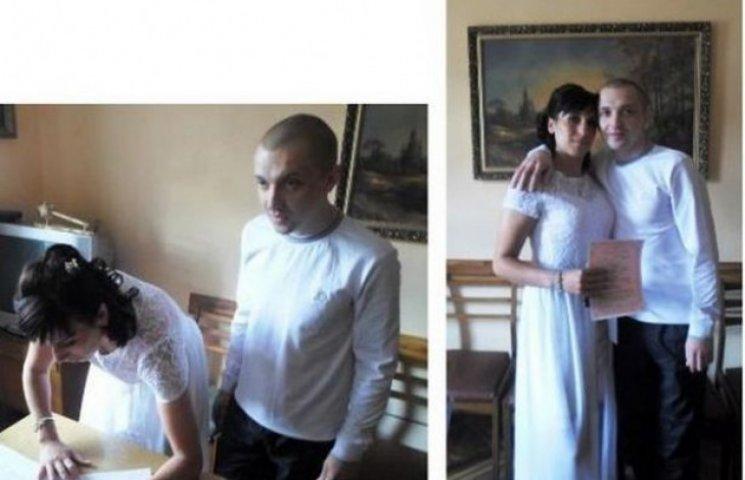 Вінницькі довічники стали на весільний рушник