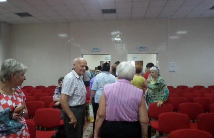 Слухання з перейменування Дніпропетровська мало не перейшли у бійку