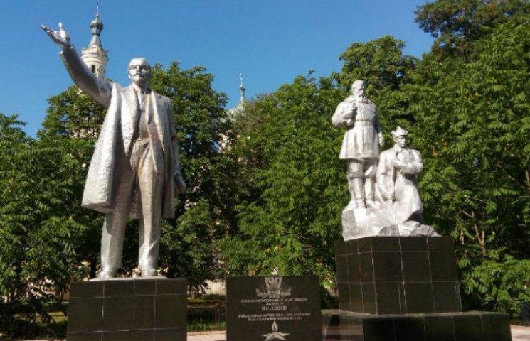 У райцентрі на Чернігівщині встановили Леніна (ФОТО)