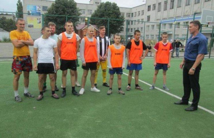 Сергій Жадан зіграв у футбол з вихованцями кременчуцької колонії