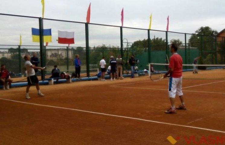 Військові України і Польщі змагаються в теніс у Вінниці