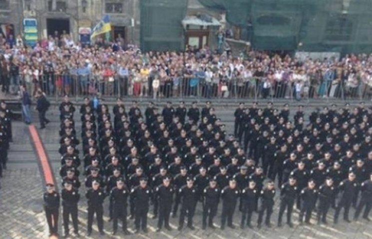 Во Львове присягают и приступают к работе новые полицейские